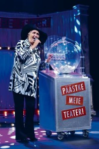Publiku lemmik ja seetõttu lavastuse tõmbenumber on Luule Komissarov Michaeli ema Betty rollis.