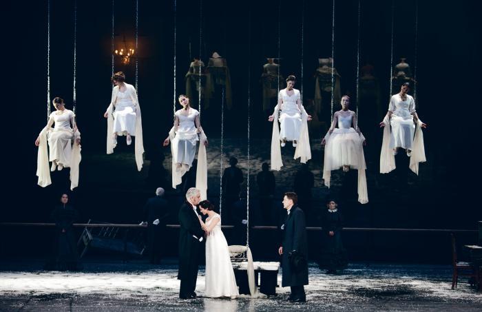 """Teatrifestivali """"Kuldne mask"""" külalisetenduste rea avab Moskva Vahtangovi-nimelise teatri värssdraama """"Jevgeni Onegin""""."""