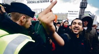 Rootsis on esile tõusmas parempoolne sisserändevastane populistlik erakond Rootsi Demokraadid. Nad pääsesid esimest korda parlamenti 2010. aastal ning enam kui kahekordistasid oma esindatust sel aastal. Pilt on tehtud Stockholmis 16. IX 2010, mil erakonnal tuli vastudemonstrantide tõttu ära jätta planeeritud kohtumine valijatega.