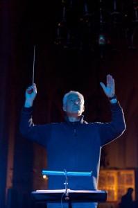 """Gregory Rose """"Surmatantsu"""" proovis 2011. aastal Nigulistes."""