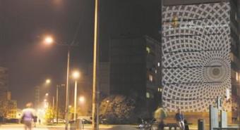 """Annelinna valgusgeriljaaktsiooniga """"Elavate majade galerii"""" näitlikustati selle aasta oktoobris galerii-ideed, mis esitati tänavu Tartu kaasava eelarve programmi."""