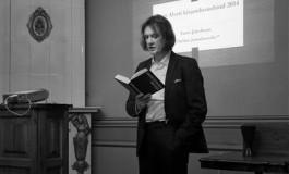 """Taavi Jakobson pälvis romaaniga """"Tõeline jumalaosake"""" 23. novembril Betti Alveri debüüdipreemia. Žüriisse kuulusid Doris Kareva, (:)kivisildnik, Kalju Kruusa, Alvar Loog ja Indrek Mesikepp ning nende otsus ei olnud üksmeelne. See, et laureaat luges ette sama katkendi, mille leiab tuhande aasta pärast Kaupo Meiel XXIX, on  kõnekas kokkusattumus."""