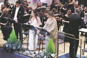 """""""Lumivalgekeses"""" avaneb Rimski-Korsakovi muusika täies hiilguses.   Pildil Pavlo Balakin (Pakasetaat), nimirollis Jevgenia Sotnikova (Baieri Riigiooper) ja   Juuli Lill (Kevad)."""