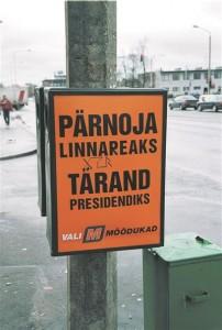 1999. aasta kohaliku omavalitsuse mõõdukate valimisreklaam  prügikastil Turu tänava alguses Tartus.