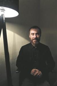 Jaan-Eik Tulve (sünd 1967) on 1991. aastal lõpetanud Eesti muusikaakadeemia (Ants Sootsi klassis) koorijuhina, ent sai kõigepealt tuntuks ansambli Vennaskond basskitarristina (1984–1986). 1990ndatel jätkusid tema õpingud gregooriuse laulu dirigeerimise erialal Pariisis, kus temast sai peatselt oma professori Vigne'i assistent. Paralleelselt hakkas ta aastast 1992 juhatama Pariisi gregoriaani koori (Le Chaeur Grégorien de Paris), kellega koos on lauldud üle kogu Euroopa, aga ka Liibanonis ja Marokos ning saadud mitmeid plaadiauhindu. Järgmisel aastal pani ta Pariisis aluse ansamblile Lac et Mel, mis viljeleb gregoriaani kõrval ka varast polüfooniat, ning asutas 1996. aastal Tallinnas ansambli Vox Clamantis. Aktiivne muusikas ja elus, on ta muusikamaailma panustanud pedagoogi, festivalikorraldaja, muusikapublitsisti ja arvamusliidrina, pälvinud Eesti Kultuurkapitali helikunsti sihtkapitali aastapreemia (2006, 2011 koos Vox Clamantisega), Valgetähe V klassi teenetemärgi (2007), Belgia kuningriigi Leopoldi ordeni (2008) ja Prantsuse vabariigi kunstide ja kirjanduse ordeni  (Ordre des Arts et des Lettres, 2012).