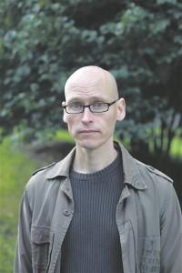 """Soome suurima kirjandusauhinna  võitis tänavu Jussi Valtonen raamatuga """"He eivät tiedä mitä tekevät"""" ehk """"Nad ei tea, mis nad teevad""""."""