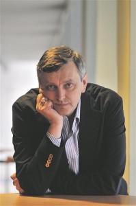 Valgevenes sündinud, Kiievis ja Moskvas õppinud ning Saksamaal venekeelseid filme tegeva Sergei Loznitsa soontes voolab kuue erineva rahvuse verd.