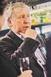 Jan Erik Holst oma raamatu esitlusel Tallinnas.