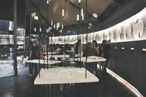 Lõppenud arhitektuuribiennaal andis Toronto arhitektibüroole Lateral Office võimaluse jätkata  2007. aastal alustatud uurimistööd arhitektuuri võimalustest ja arhitekti rollist Kanada põhjaosas.