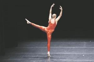 """Jérôme Bel'i lavastus """"Cédric Andrieux"""", kus tantsija Cédric Andrieux' väga intiimsest pihtimusest saab samaaegselt ka tohutu üldistus tantsimise  kui elukutse kohta."""