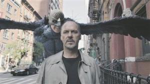 Lisaks muudele muredele hakkab Rigganit (Michael Keaton) kummitama ta kunagine alter ego Lindmees, kes veenab teda teatrist lahkuma ja naasma Hollywoodi kassahittide juurde.