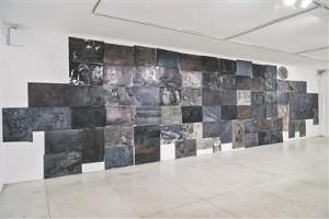 Peeter Alliku matriitsidest pannoo Tallinna Kunstihoone galerii kõige tagumisel seinal annab tunnistust tehnilisest meisterlikkusest ja seda võib käsitleda õppematerjalina algajatele linoolilõikajatele.