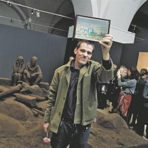 """Andris Eglītis pälvis kaks aastat tagasi Purvītise autasu installatsiooni  """"Maa teosed"""" eest (2011)."""