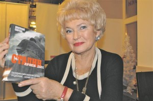 """Ljudmila Narussova palus edasi anda südamlikud tervitused Eesti rahvale: """"Ma tahan rõhutada, et 1980ndate lõpus ja 1990ndate algul toetas Anatoli Sobtšak väga Eesti iseseisvuspüüdlusi. Meil oli Eestis väga palju sõpru ja me suhtusime Eestisse alati suure sümpaatiaga. 1980ndate algul suvitasime Pärnus Liiva tänaval ning sel suvel kavatseme üle aastate uuesti Pärnusse tulla."""""""