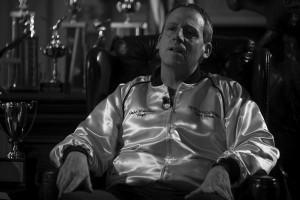 Vampiir kuldses. John du Pont (Steve Carell) üritab noorte maadlejate abiga osta prestiiži ja kuulsust. Carell on ka üks viiest parima meespeaosa nominendist tulevatel Oscaritel.