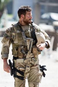 Iraagis üle 160 inimese tapnud Chris Kyle'ist on saanud Ameerika rahvuskangelane.  Clint Eastwoodi filmis mängib teda Bradley Cooper.