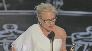 Parima naiskõrvaosa preemia võitnud Particia Arquette rääkimas naiste võrdõiguslikkusest.