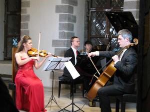 Festivali avakontserdil võtsid Anna-Liisa Bezrodny, Marko Martin ja Andreas Lend ette Sibeliuse 150. sünniaastapäeva temaatika,  pakkudes valikut tema vähem tuntud  kammermuusikast.