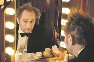 """Filmi üht peaosalist Eddyt kehastab näitleja Benoît Poelvoorde, kes on muuseas ka 1992. aasta kultusfilmi  """"Mees hammustab koera"""" (""""Man Bites Dog"""") üks režissööridest."""