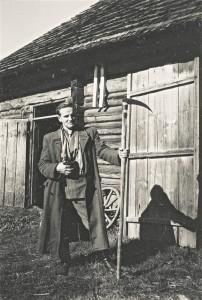 Aspirant Ants Viires Avinurme valla Kõrve külas Tolmumetsa talus võsavikatiga välitöödel.