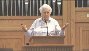 Eileen Barker on Londoni majanduskooli (London School of Economics) sotsioloogia emeriitprofessor. Barkeri põhiline uurimishuvi on uususundid ja kultused. Mahuka akadeemilise töö kõrval on ta asutanud ka heategevusliku uurimisasutuse INFORM. Eileen Barker esineb 22. aprillil Tartu ülikoolis kultuuriteooria tippkeskuse kevadkonverentsil, kõneledes uususunditega seonduvatest piiritõmbamistest– kes/mis kuhu kuulub, millal ja miks? Kultuuriteooria tippkeskus on Euroopa Liidu Regionaalarengu Fondi projekt.