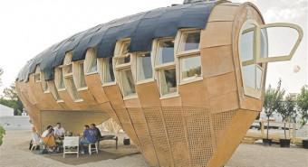 Fab Lab on kuju saanud vastavalt päikesepaneelide efektiivsetele kalletele.  Kataloonia arhitektuuri edendamise instituut