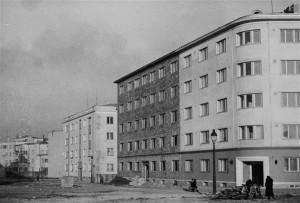Elamud Raua põik 3 (Teedeministeeriumi ametnike maja) ja 5 (kohtunike maja), 1939.  Vaade vana raadiomaja kohalt enne selle ehitamist.