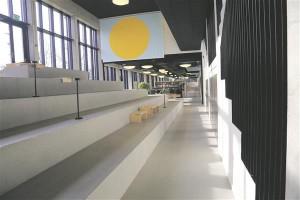 Viljandi gmnaasium on Eestis esimene maakondlikul tasandil tegutsev nii-elda puhas gmnaasium Koolihoone juurdeehitus mille interjri ehivad Merike Estna maalid nn protsendiseaduse parimad palad plvis kultuurkapitali aastapreemia