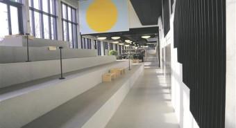 Viljandi gümnaasium on Eestis esimene maakondlikul tasandil tegutsev nii-öelda puhas gümnaasium. Koolihoone juurdeehitus, mille interjööri ehivad Merike Estna maalid, nn protsendiseaduse parimad palad, pälvis kultuurkapitali aastapreemia.