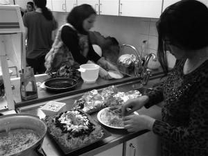 Köögis läks lahti kaos. Mõistetav ka – seal vehklesid kümned eri kultuurid oma tööpinna ning oma osa jahu ja õli eest.