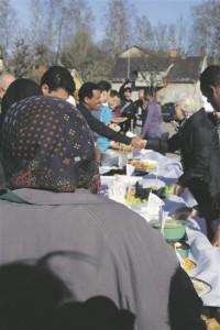 Varjupaigataotlejad olid rõõmsad, et olid saanud kohalikega neutraalselt positsioonilt suhelda, ise midagi pakkuda, jagada killukesi oma kultuurist ja korraks unustada veniv tegevuseta argipäev.
