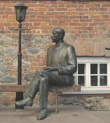 Eduard Vilde.  Osa Tiiu Kirsipuu skulptuurist.