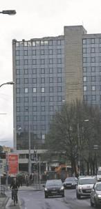 Plaanikomitee arvutuskeskuse hoone, praegu rahandusministeeriumi hoone. Autor arhitekt Ülo Ilves, dolomiitreljeefi autor Edgar Viies, valminud 1978. aastal.