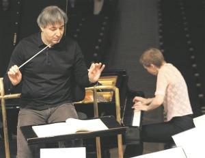 """Teost viimaste taktideni pingestades vormis Irina Zahharenkova Daniel Raiskini käe all Mozarti kontserdi lõpust tõelise emotsionaalse """"plahvatuse""""."""
