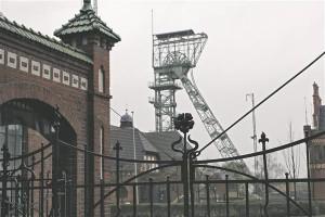 Helme joonistab detailselt välja Ruhri kaevanduspiirkonna – ja tööstusmaastik ei ole raasugi igav. Lehviv inimlik nukrus muutub korraga tähendusrikkaks.