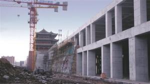 Geng Yanbo otsustas vana linnamüüri taas üles ehitada kogu nelja ruutkilomeetri suuruse vanalinna ala ümber.