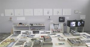"""Liškevičiuse """"Muuseumis"""" esitatud tööd ei ole toestatud dokumentaalsete tõsiasjadega, vaid kunstniku vabade assotsiatsioonidega."""