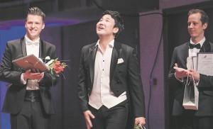 Klaudia Taevi nimelisel noorte ooperilauljate konkursil pälvis esikoha Sunghyun Kim Lõuna-Koreast (pildil keskel), teiseks tuli Ewa Tracz Poolast ja kolmas preemia jagati Läti esindaja Rihards Millersi (paremal) ja Venemaalt pärit Juri Rostotski (vasakul) vahel.
