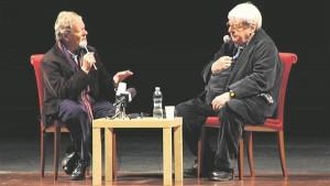Briti kriitik Derek Malcolm intervjueerimas 2002. aastal rüütliks löödud inglise režissööri Alan Parkerit Baris Itaalias.