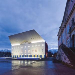 Tartu Ülikooli Narva kolledž. Autorid Katrin Koov, Siiri Vallner, Indrek Peil, valminud 2012.