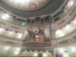 Vabariigi ainuke orel on Sapajevi-nimelises Mari riiklikus ooperi- ja balletiteatris (valminud 2014), osa orelit on veel külgedel.