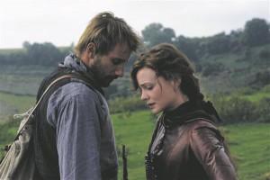 Thomas Vinterberg on oma ingliskeelse filmi peaossa valinud kaks Euroopa tõusvat tähte, kellel Hollywoodis ees ilmselt põnev tulevik: inglanna Carey Mulligan mängib Bathsheba Everdene'i ja belglane Matthias Schoeanerts talupoeg Gabriel Oak'i.