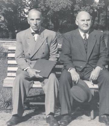 """Johannes Semper ja Johannes Vares-Barbarus olid ühese meelsusega vaimuinimesed: minevik ei meeldinud, tulevikult loodeti mõndagi. Mõlemad luuletajad olid """"juunikommunistid"""" juba Pärnu gümnaasiumi kasvandikena."""