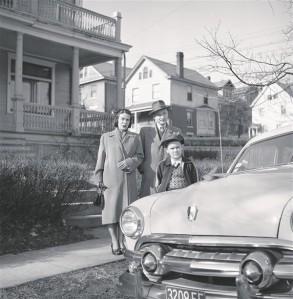 Eric Soovere. Perega kodu juures Cincinnatis. Foto, 1953.