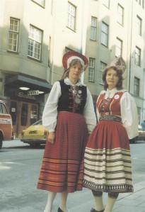 Helga Nõu ja Elin Toona 1980. aastal Stockholmi ESTO päevadel ...