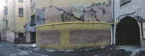 Grafiti ja muud tundeavaldused kaetakse ristkülikukujulise larakaga. Maaler peab aga värvide varjundeid teisejärguliseks ning nii tekibki kuldkollastele seintele sidruni- ja sinepikollaseid laike ning sirelililladele kirsi- ja lavendlitoone.