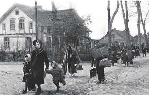 Ida-Preisimaalt põgenevad perekonnad 1940. aastate teises pooles.