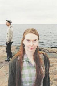 Soome rannapiiga Tyyne (Vera Veiskola) ja eesti meremehe Urmase (Mait Joorits) armusuhet saadab meremüha.