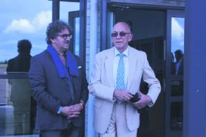 Teatro di Milano kunstiline juht Carlo Pesta ja Saaremaa ooperipäevade kunstiline juht Arne Mikk ootamas Kuressaare lennuväljal erilennukit Milanost.