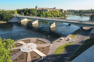 Promenaadi ehitamise käigus on kindlustatud bastione ja Narva on saanud euroopaliku vaba aja veetmise koha.